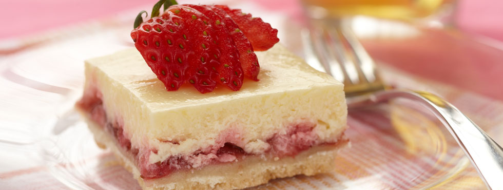 Strawberry Almond Cheesecake Squares | Recipes