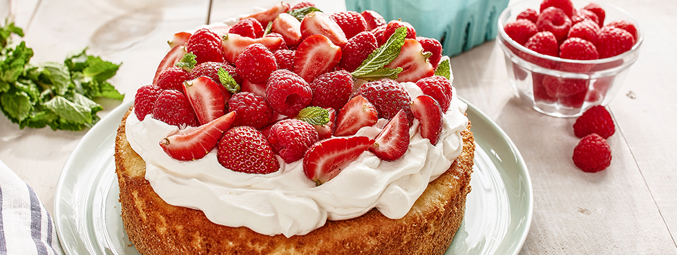Red Berry Cake with Fresh Mint | Recipes