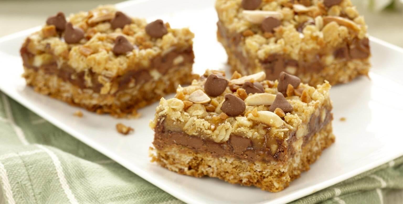 Voir la recette - Carrés au chocolat, caramel et amandes