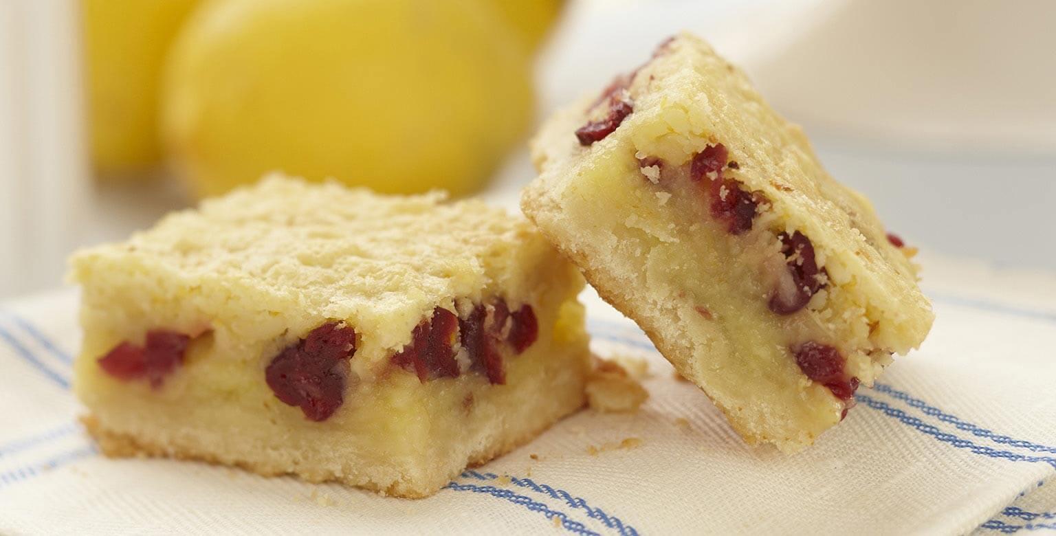 Voir la recette - Carrés au citron, aux amandes et aux canneberges