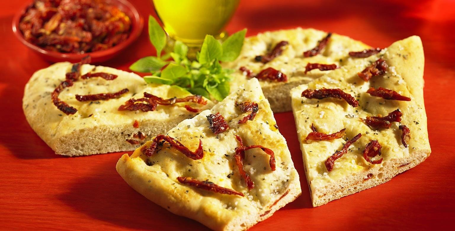 Voir la recette - Focaccia aux tomates séchées au soleil et basilic