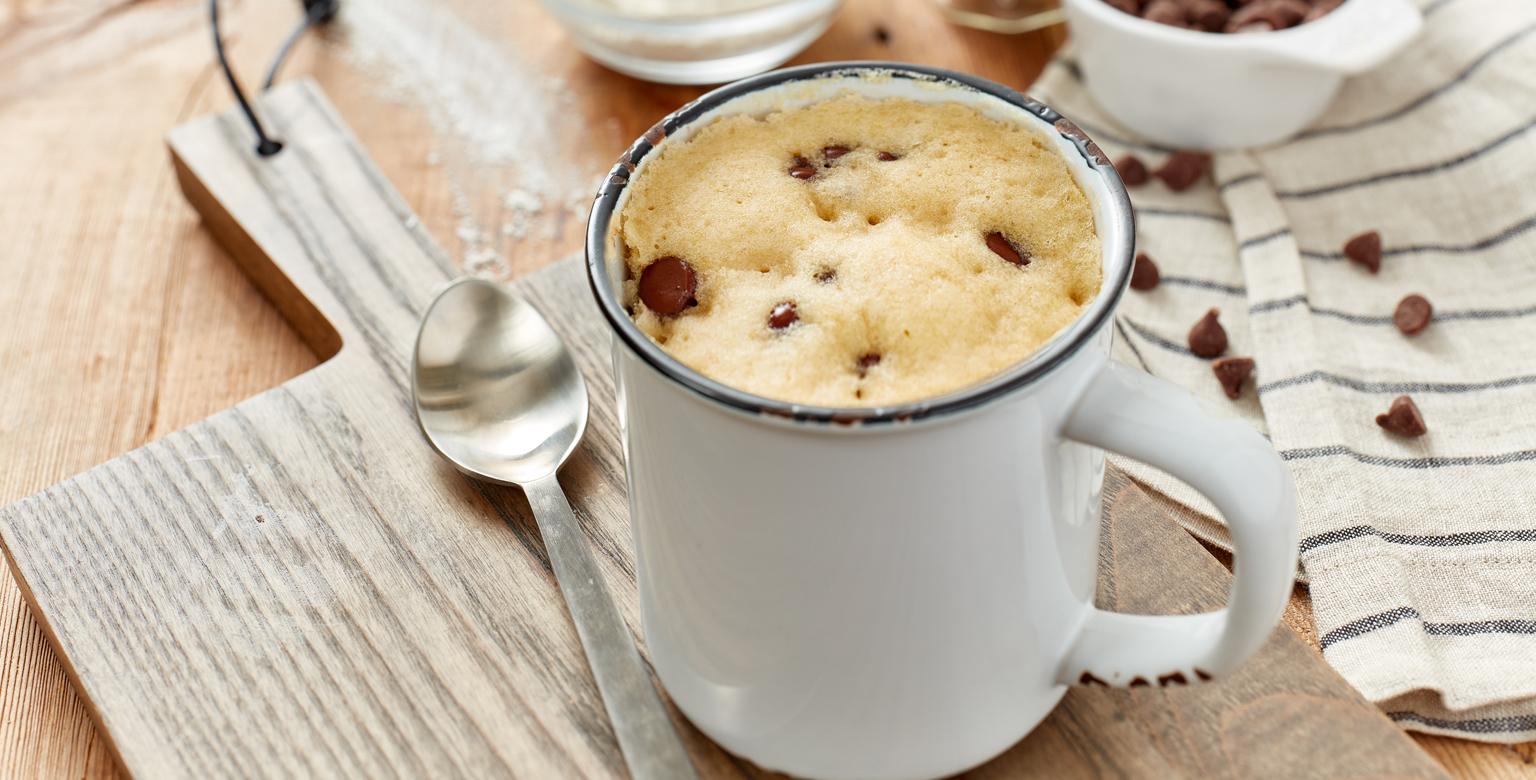 Voir la recette - Gâteau aux biscuits de pépites de chocolat dans une tasse