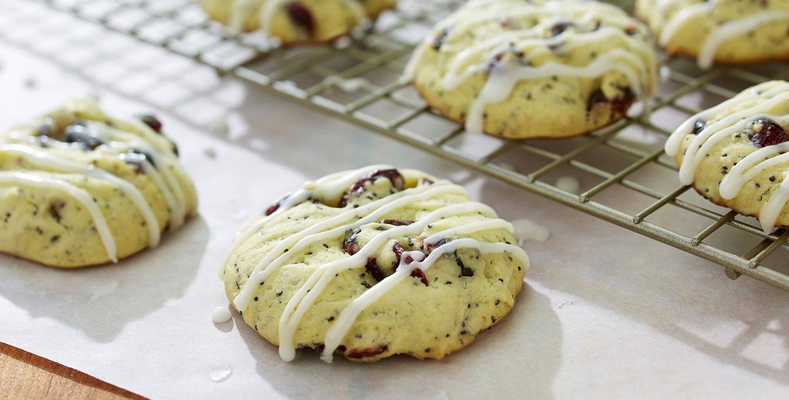 Voir la recette - Gros biscuits au citron, graines de pavot et canneberges