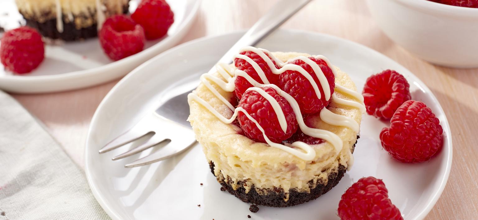 Voir la recette - Mini gâteaux au fromage au tourbillon de framboises