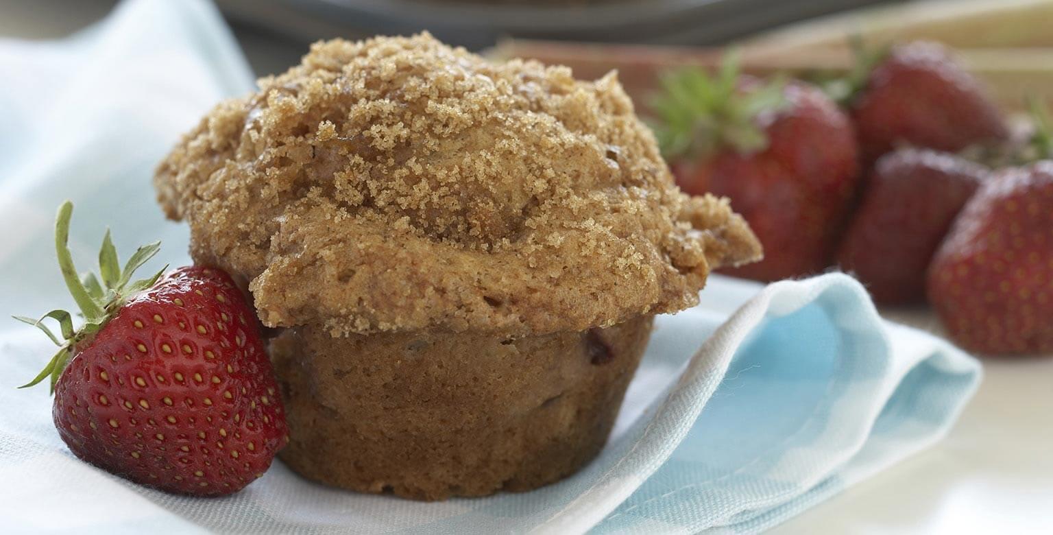 Voir la recette - Muffins à la rhubarbe et aux fraises