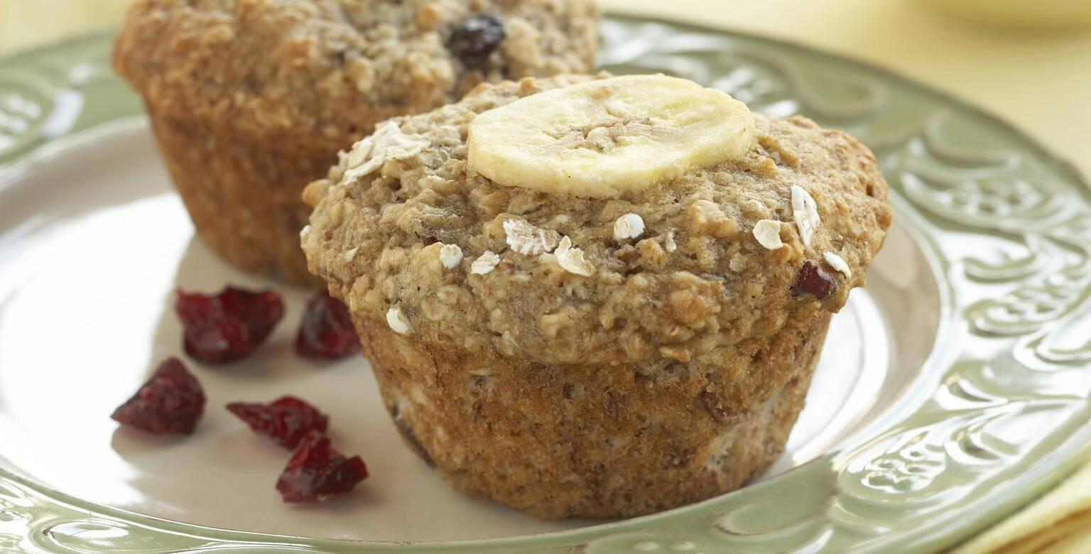 Voir la recette - Muffins aux canneberges, aux bananes et aux flocons d'avoine