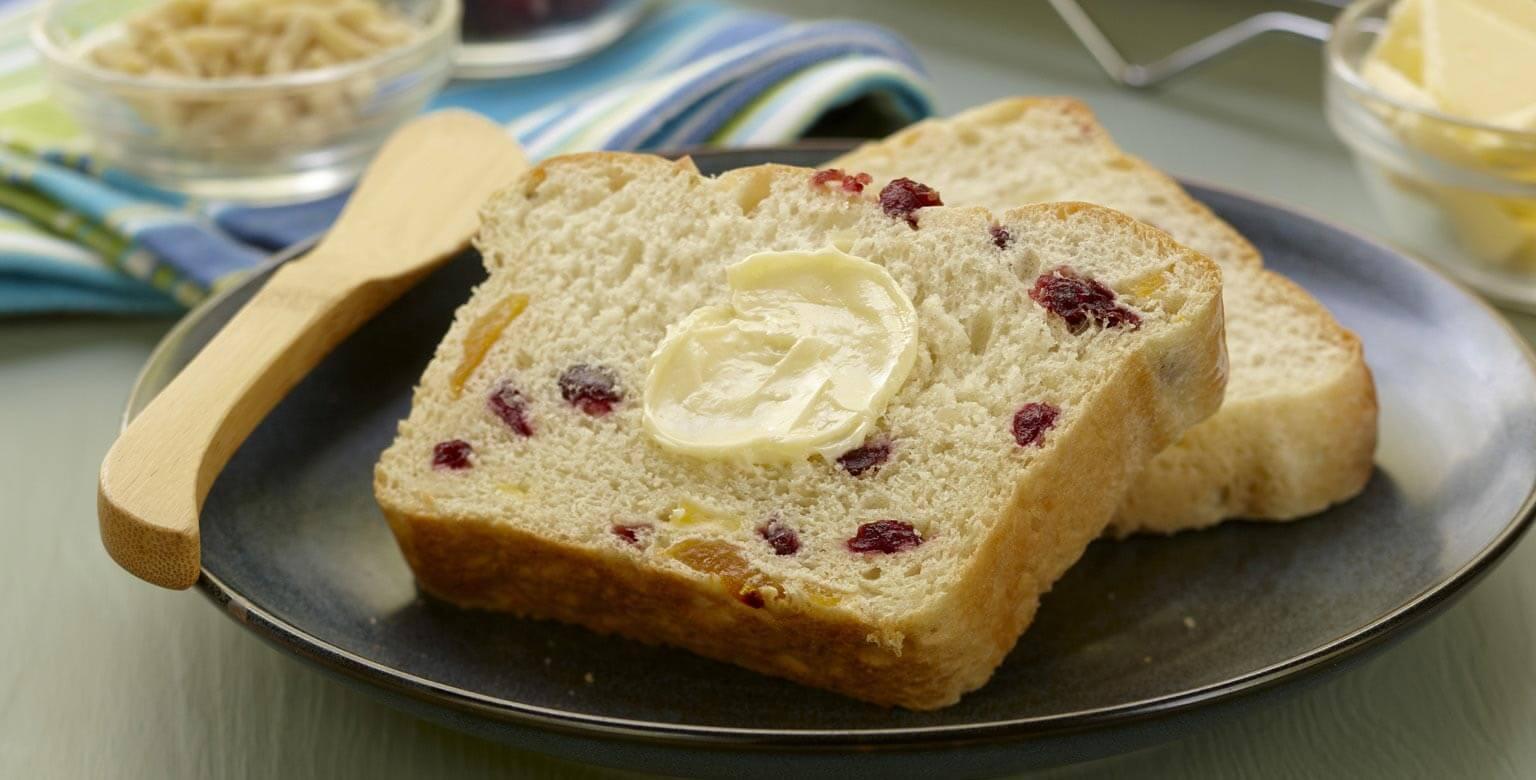 Voir la recette - Pain aux canneberges, aux abricots et aux amandes– Petite miche