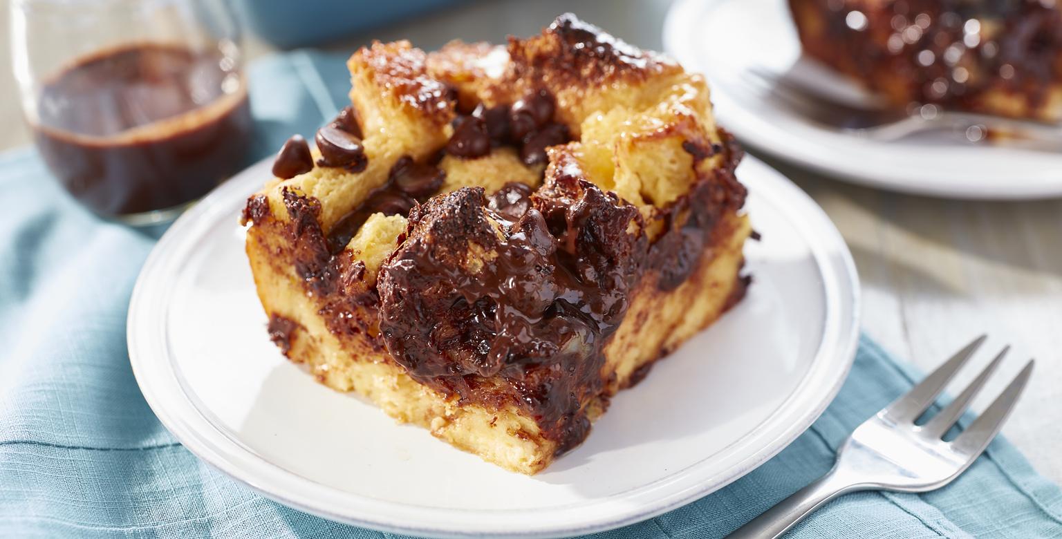 Voir la recette - Pouding au pain au chocolat avec sauce au chocolat