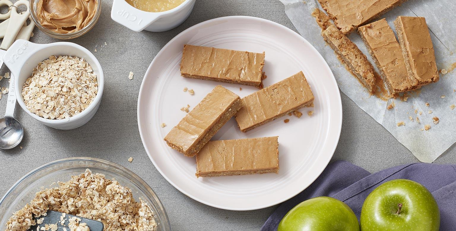 Voir la recette - Barres à 3 ingrédients aux pommes et au beurre d'arachide