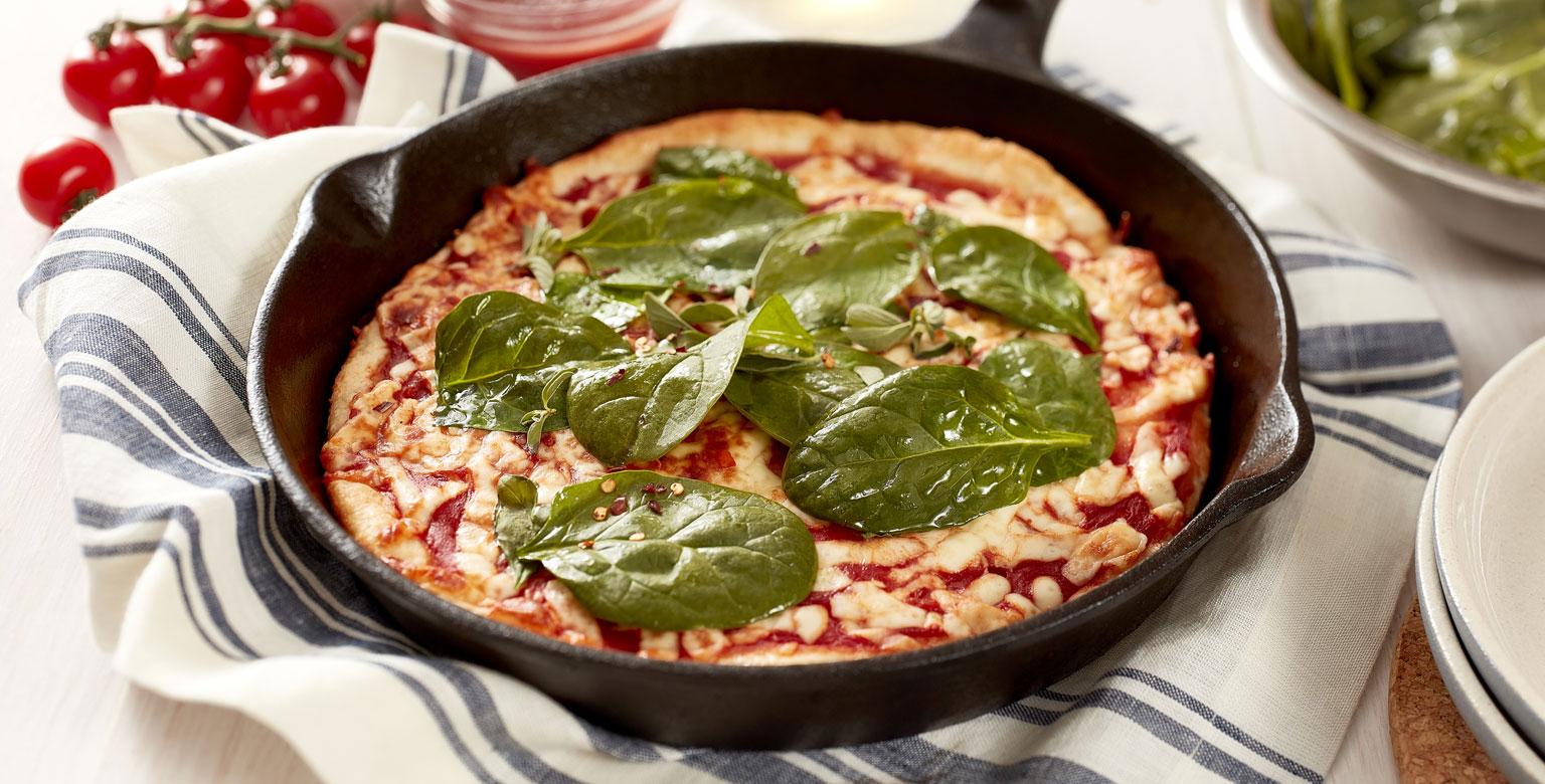 Voir la recette - Pâte à pizza à 2 ingrédients dans une poêle en fonte