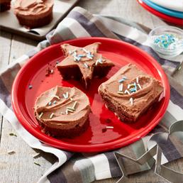 Gâteau coupé avec emporte-pièces Carnation