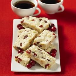 Fudge au chocolat blanc et aux canneberges séchées
