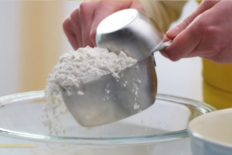 How-to-properly-measure-flour