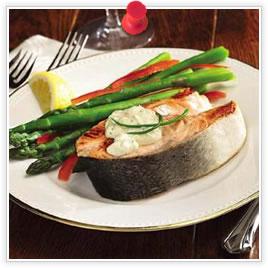 Darnes de saumon avec sauce aux concombres