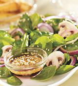 Salade aux épinards avec vinaigrette chaude au sésame
