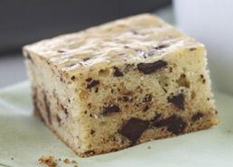 Chocolate Chunk Vanilla Cake