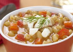 Soupe aux poivrons et pâtes avec féta