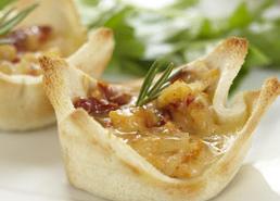 Coupes grillées garnies d'oignons caramélisés