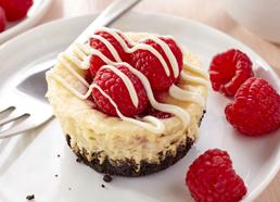 Mini gâteaux au fromage au tourbillon de framboises
