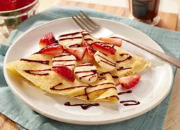 Crêpes faciles aux fraises, aux bananes et au chocolat