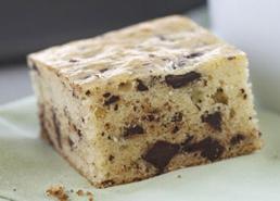 Gâteau à la vanille et aux morceaux de chocolat