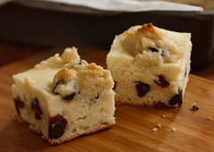 Chocolate Chip Cookie Cheesecake Bites