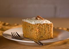 Gâteau aux carottes avec glaçage au fromage à la crème