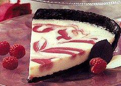 Gâteau au fromage tourbillonnant de framboises