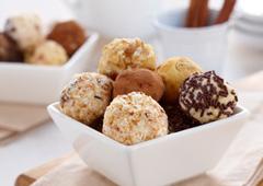 Truffes de gâteau au fromage aux grains de chocolat