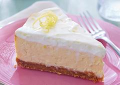 Gâteau au fromage au citron divin avec garniture à la crème sure