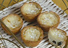 Tiny Lemon Raisin Tarts