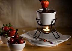 Fondue au chocolat au miel et aux amandes