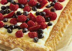 Pâtisserie fourrée à la lime aux petits fruits