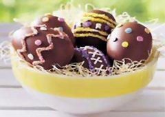 Œufs de Pâques au chocolat ensoleillés