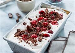 Crème glacée au chocolat et aux cerises