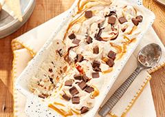 Crème glacée au chocolat et au beurre d'arachide grillé foncé