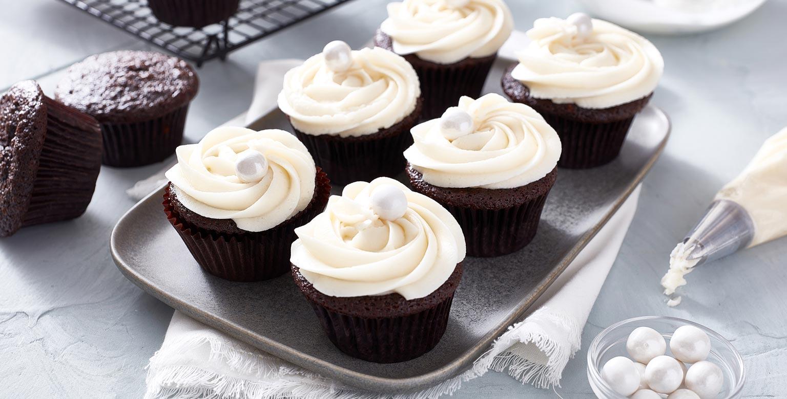 Voir la recette - Cupcakes du diable avec glaçage crémeux au beurre et à la vanille