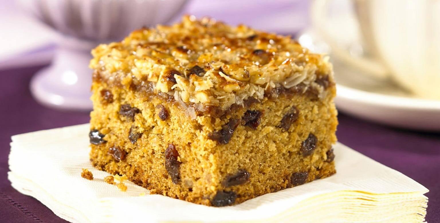 Voir la recette - Gâteau avoine et raisins garni de noix de coco