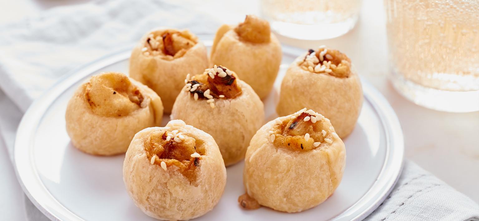 Voir la recette - Mini chaussons aux pommes de terre et oignons caramélisés (Knishes)