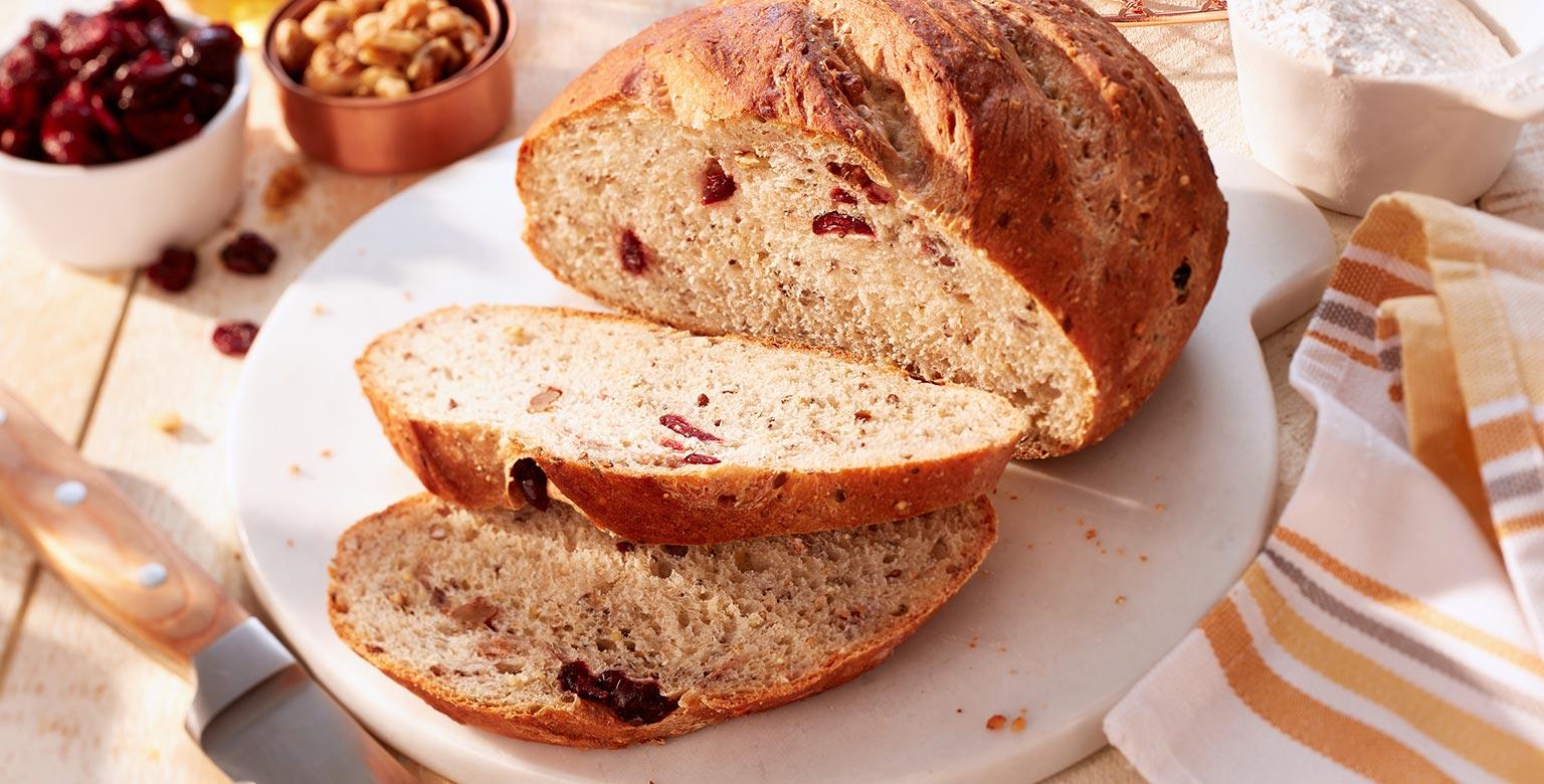 Voir la recette - Pain aux canneberges et aux noix fait avec de la farine biologique