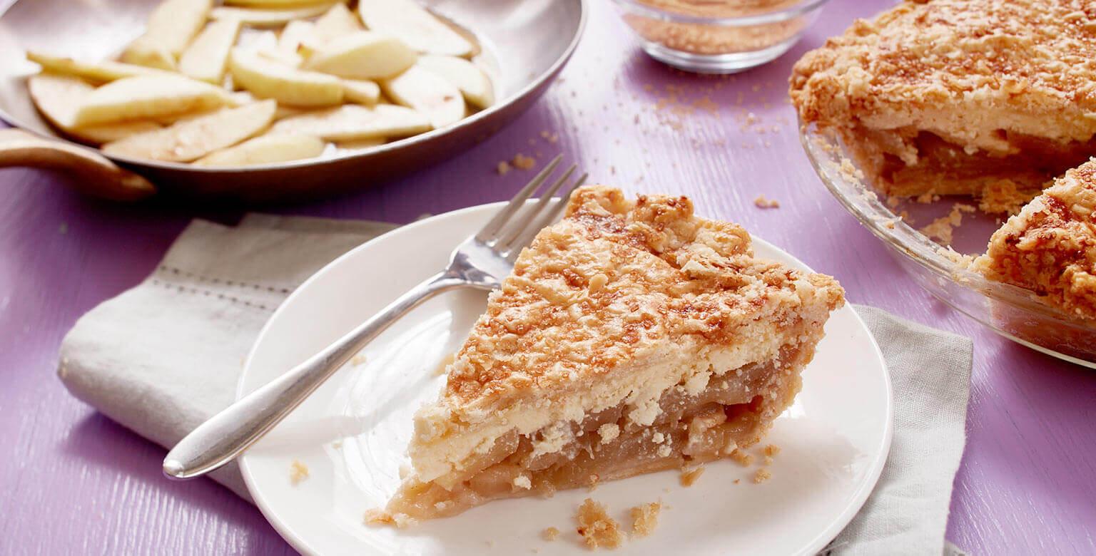 Tarte pommes et caramel avec fromage danois