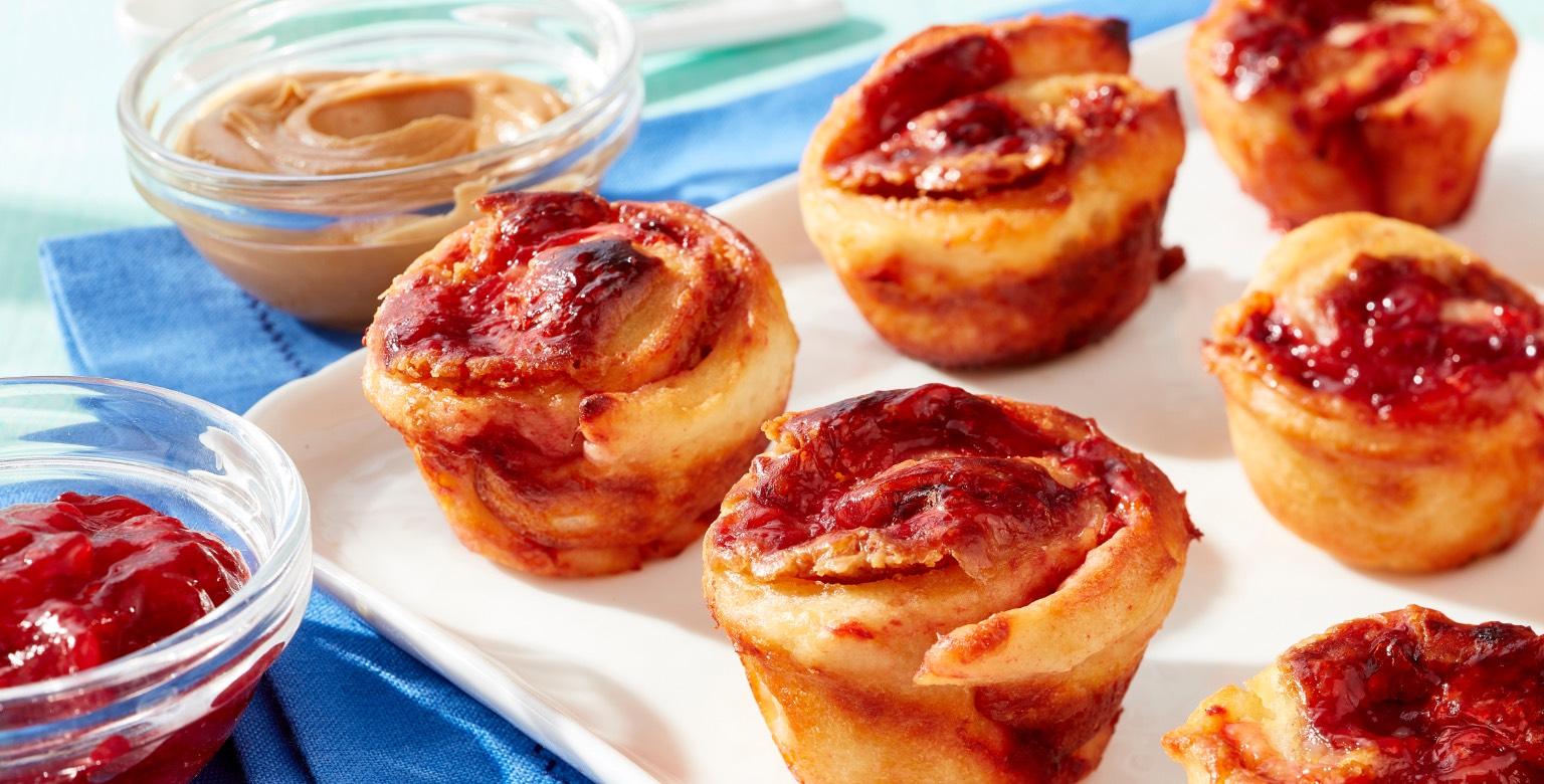 Petits pains sucrés au beurre d'arachide et à la confiture — Pâte à deux ingrédients