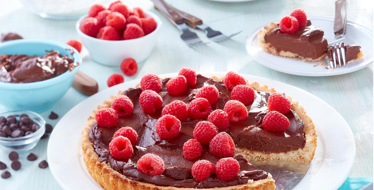 Voir la recette - Tarte à la crème au chocolat et aux framboises